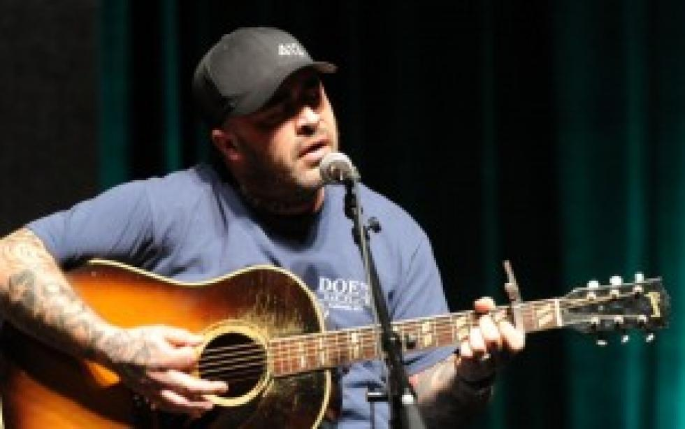 Aaron Lewis Up For Two Cmt Awards